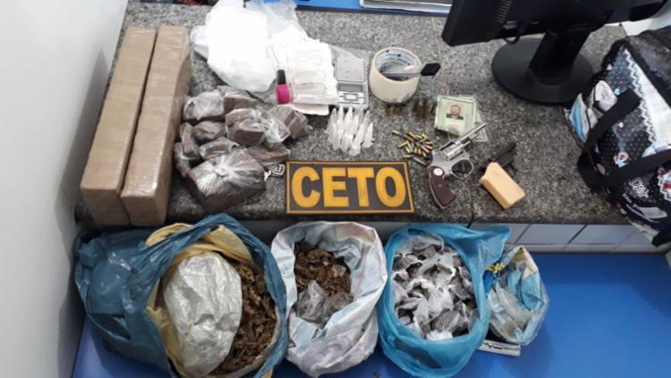 Drogas e munições foram apreendidas com os dois suspeitos - Foto: Divulgação   SSP-BA