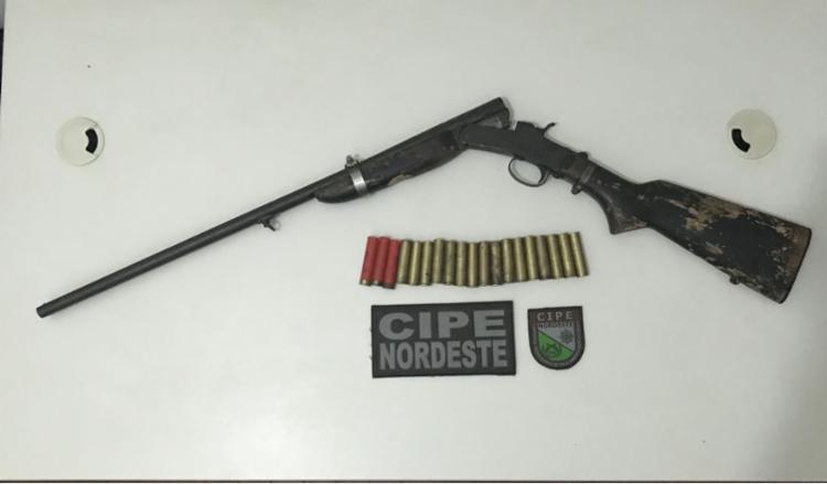 Arma e munições estavam dentro do bagageiro do ônibus - Foto: Divulgação | SSP-BA