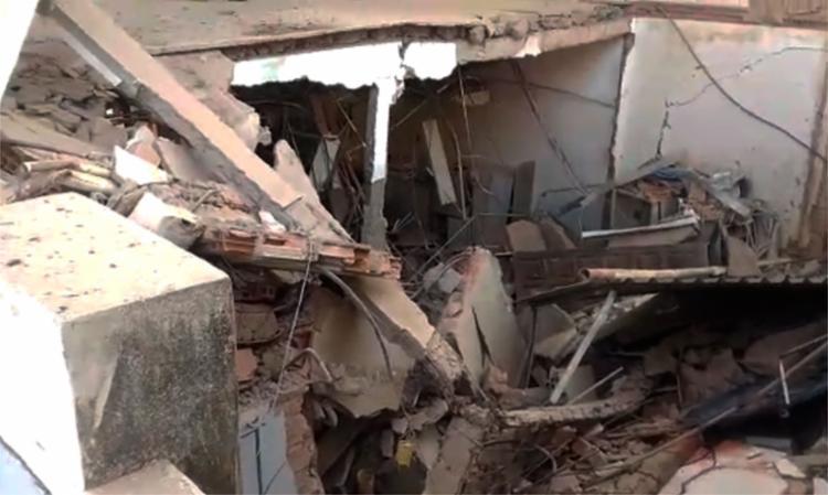 Teto e paredes da agência bancária caíram por conta das explosões - Foto: Cidadão Repórter | Via WhatsApp