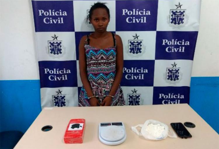 Suspeita disse que a droga era do companheiro, interno no Conjunto Penal de Feira - Foto: Aldo Matos | Reprodução | Acorda Cidade