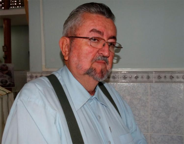 Padre Carlos Vianei estava na porta de casa quando foi agredido - Foto: Ney Silva   Reprodução   Acorda Cidade