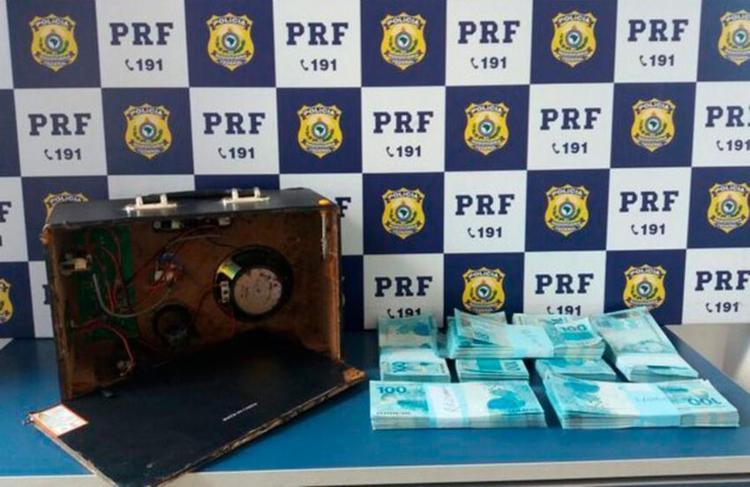 Suspeito transportava a quantia falsa do interior de São Paulo para Salvador - Foto: Divulgação | PRF-BA