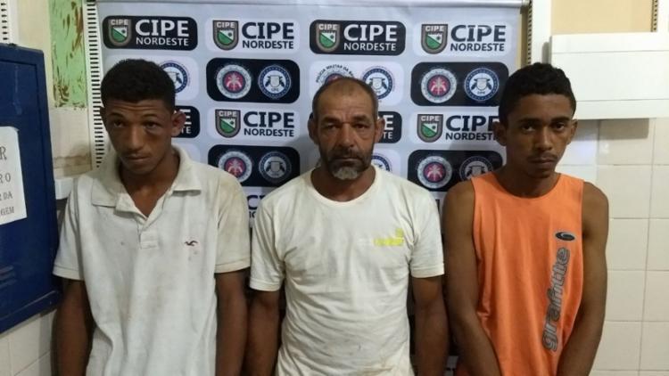 Pai, filho e comparsa estavam vendendo drogas - Foto: Divulgação | SSP-BA