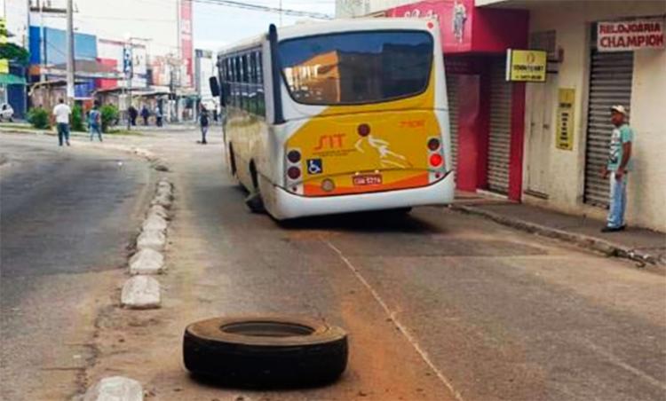 Ônibus estava indo para o terminal de passageiros - Foto: Reprodução   Blog da Resenha Geral
