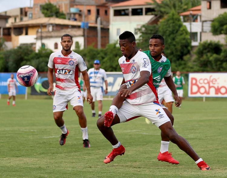 Léo (centro) quer aproveitar chance para se firmar no elenco Tricolor - Foto: Felipe Oliveira l EC Bahia