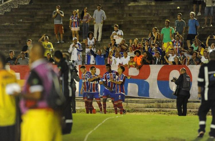 Atletas festejam gol diante da torcida tricolor no Almeidão - Foto: Reprodução l Twitter l @ECBahia
