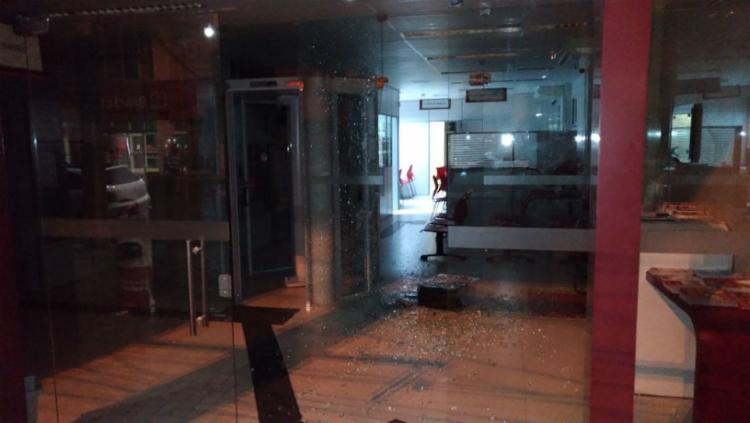 Agência do Banco do Bradesco foi uma das atingidas - Foto: Cidadão Repórter   Via WhatsApp