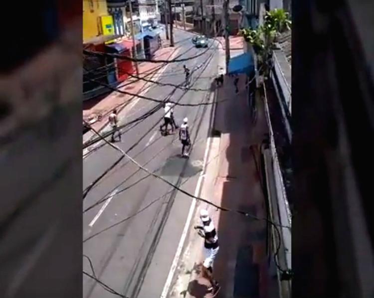 Torcedores da dupla Ba-Vi se envolveram em briga na Baixa dos Sapateiros - Foto: Reprodução | YouTube