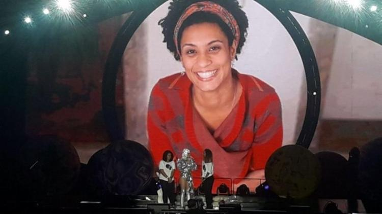 Figurinos de Katy Perry quase são roubados em assalto no RJ