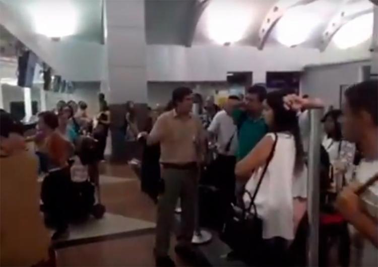Cancelamento irritou passageiros no aeroporto internacional de Salvador - Foto: Reprodução   Facebook