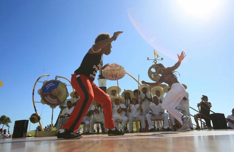 Capoeiristas jogaram em estrutura montada no Farol da Barra - Foto: Alessandra Lori | Ag. A TARDE