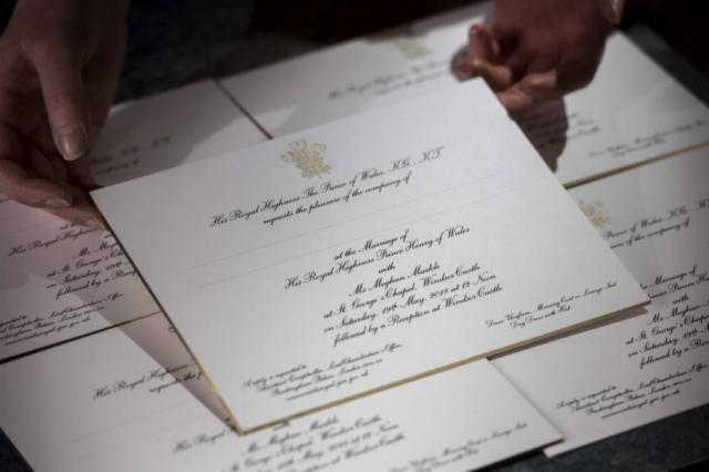Por Harry ser do Reino Unido e Meghan Markle dos Estados Unidos, o papel usado é britânico e a tinta norte-americana