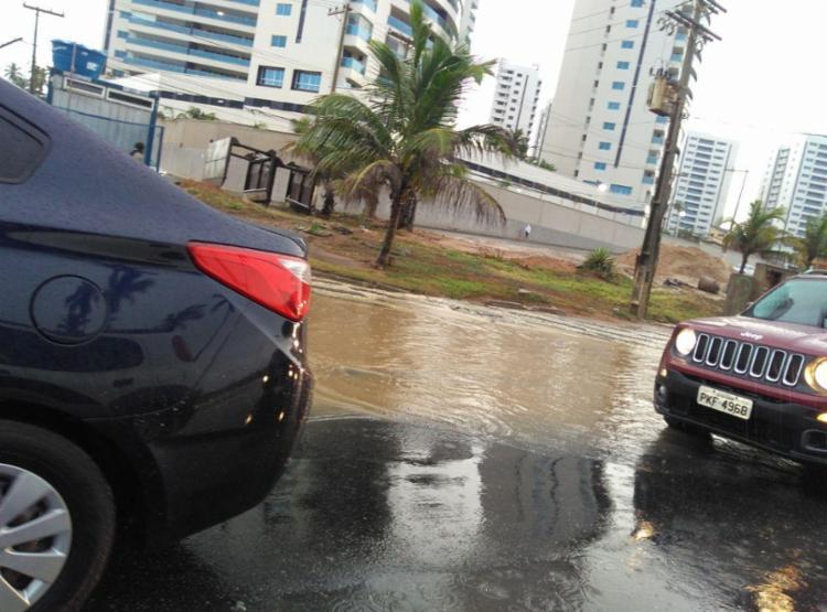 Pontos de alagamentos afetam trânsito em Salvador - Foto: Paula Pitta | Ag. A TARDE