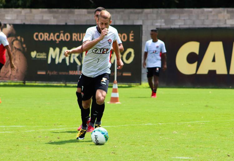 O volante Uillian Correia se diz pronto para liderar Leão em momento decisivo dos torneios - Foto: Maurícia da Matta l EC Vitória