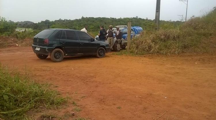 Na mala do veículo, os policiais encontraram dois capacetes e duas blusas – uma amarela e outra branca - Foto: Euzeni Daltro l Ag. A TARDE