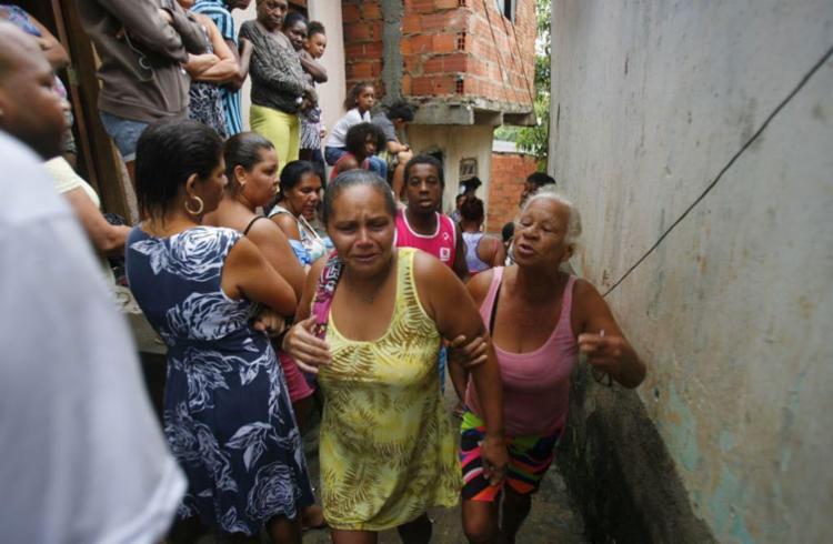 Uma pessoa foi retirada dos escombros, mas não sobreviveu ao acidente - Foto: Luciano da Matta | Ag. A TARDE