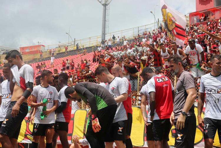 Torcida assistiu treino aberto no Barradão e demonstrou apoio ao time - Foto: Maurícia da Matta | EC Vitória | Divulgação