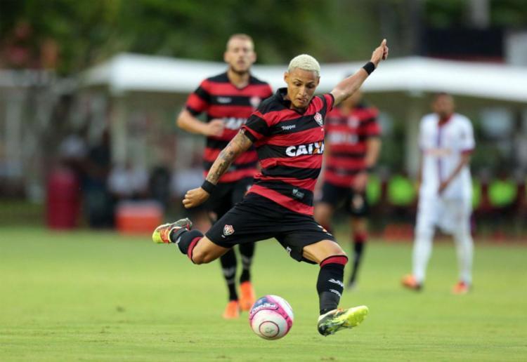 Neilton fez o gol da vitória do Leão - Foto: Raul Spinassé | Ag. A TARDE