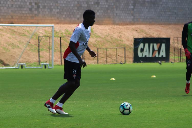 Suspenso, Kanu treinou normalmente e foi relacionado para a partida - Foto: Maurícia da Matta | EC Vitória