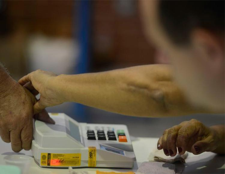 Os ministros entenderam que a regra que condicionou a perda do mandato ao trânsito em julgado do processo é inconstitucional - Foto: Tânia Rêgo l Agência Brasil