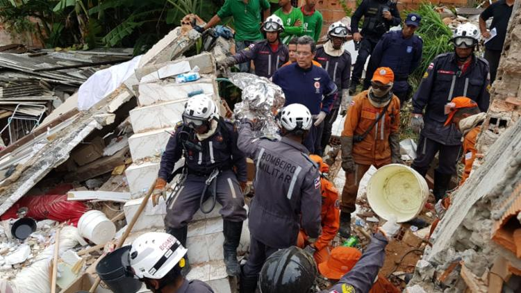 Desabamento deixou quatro mortos e afetou as construções em volta - Foto: Divulgação | SSP