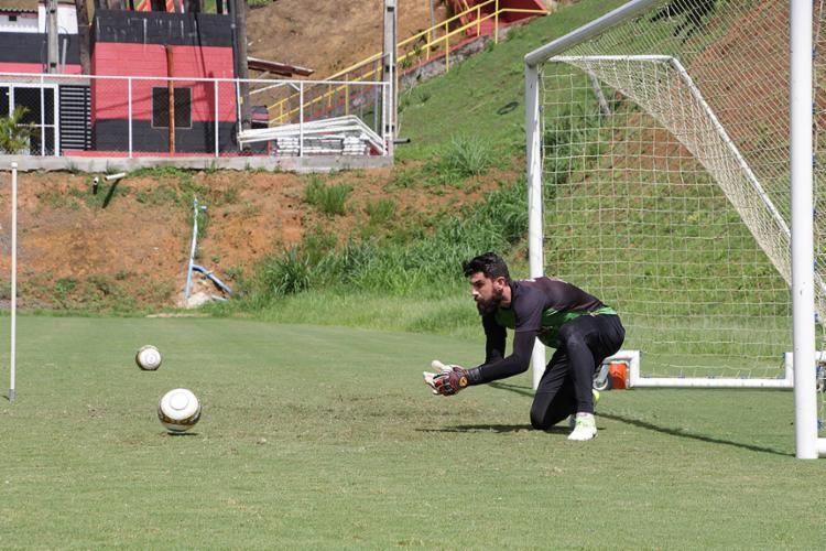 Fernando Miguel desfalcou o Vitória nos últimos dois jogos - Foto: Maurícia da Matta