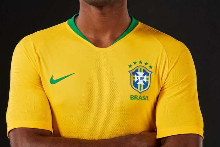Nova camisa tem amarelo vibrante e discreta gola em V