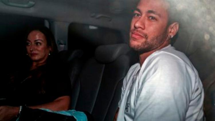 Neymar e sua mãe Nadine Gonçalves da Silva em sua chegada a Belo Horizonte - Foto: Reprodução