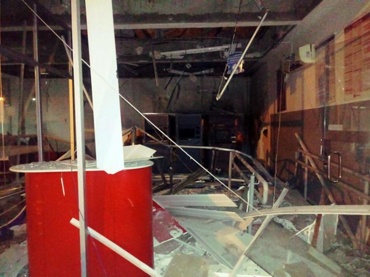 Quadrilha destruiu única agência bancária da cidade com explosivos - Foto: Reprodução | Chorrochó Online