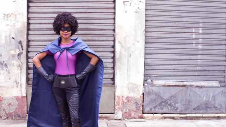 Protagonista é uma mulher negra que acha um tempo na agenda para combater vilões de Salvador. - Foto: Divulgação