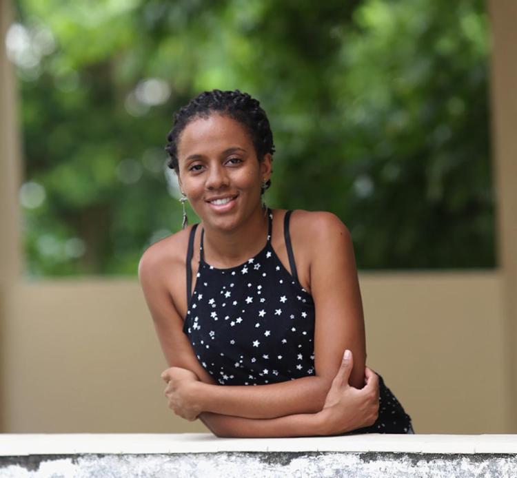 Ingrid, que veio de BH para estudar medicina, morava com amigos e agora busca apartamento - Foto: Joá Souza l Ag. A TARDE