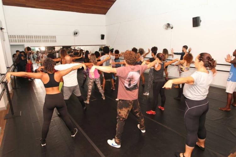 Dança moderna e alongamento são alguns dos cursos - Foto: Elói Corrêa | GovBA