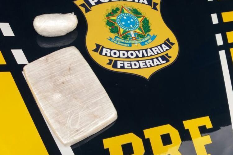 Entorpecente foi encontrado no interior de um ônibus de transporte interestadual - Foto: Divulgação | PRF