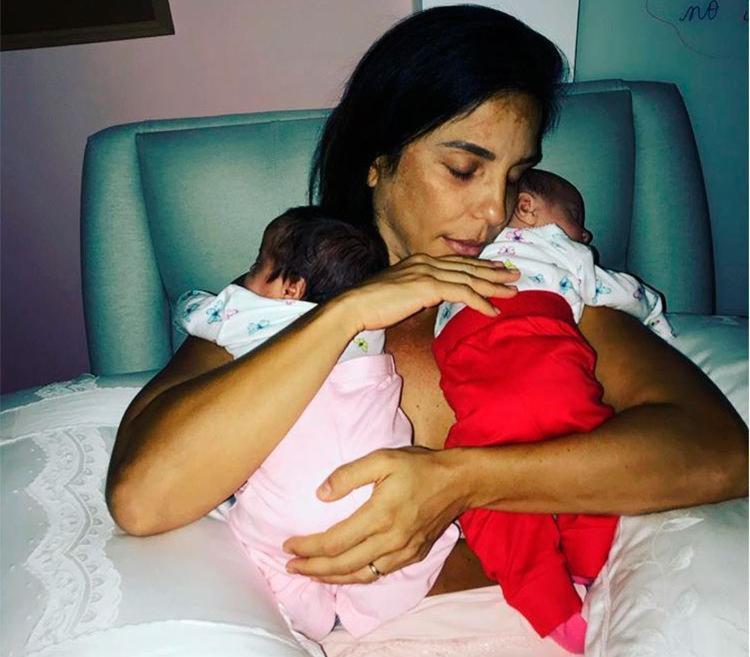 Cantora fez alegria dos fãs ao publicar foto com as gêmeas - Foto: Reprodução | Instagram