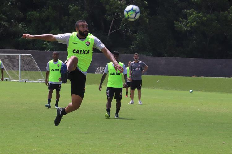 José Welison volta ao time titular para enfrentar o Bragantino - Foto: Maurícia da Matta l EC Vitória