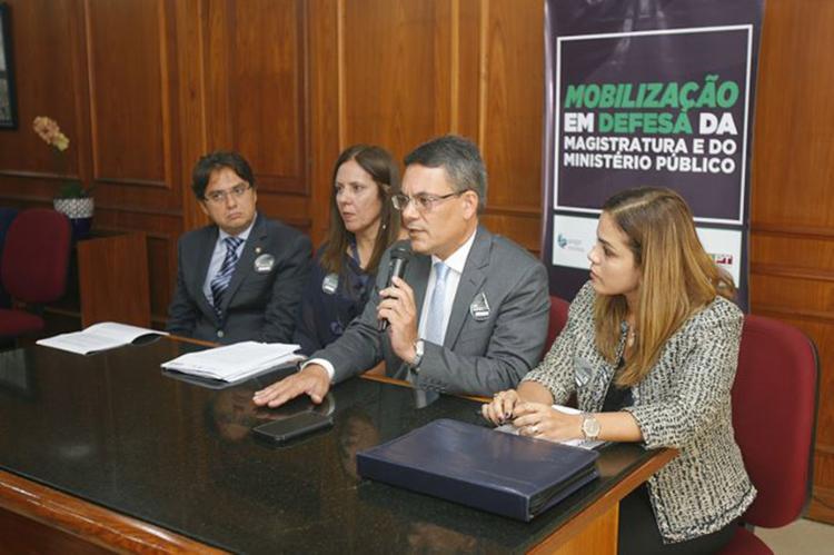 Na capital baiana, magistrados e promotores conversaram com jornalistas no fórum trabalhista do Comércio - Foto: Luciano da Matta l Ag. A TARDE