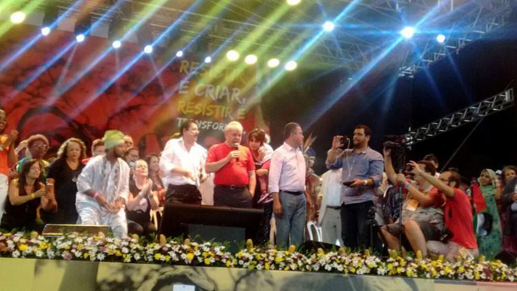 Lula discursa durante evento no estádio de Pituaçu - Foto: Regina Bochicchio l Ag. A TARDE