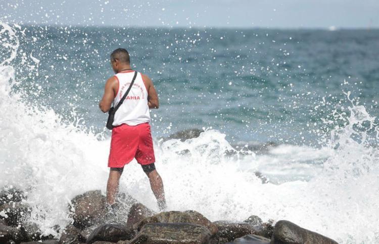 Fim do verão traz grandes ondas, vento forte, ressacas no mar e risco de afogamento - Foto: Joá Souza | Ag. A TARDE