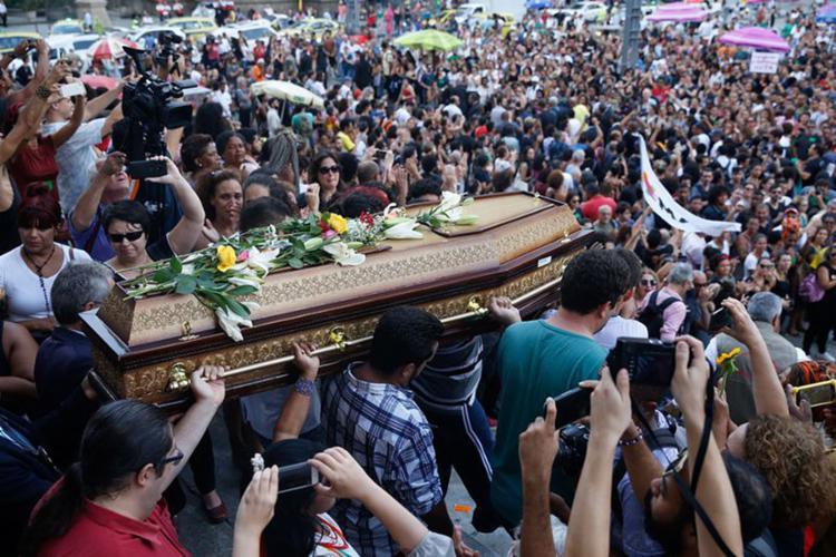 Familiares e amigos prestaram o última homenagem à vereadora durante velório - Foto: Fernando Frazão l Agência Brasil