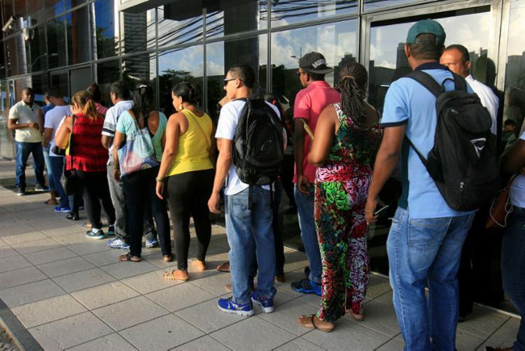 Desempregados mantêm esperança na busca por trabalho - Foto: Edilson Lima   Ag. A TARDE   24.01.2017