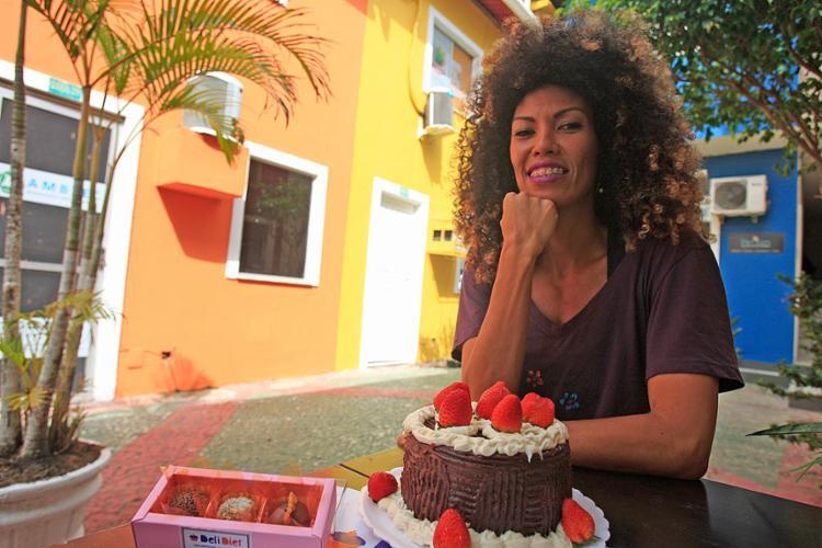 Mércia investiu R$ 4 mil para abrir a Deli Diet e, desde 2015, reinveste entre R$ 3,5 mil e R$ 4 mil por mês para manter o negócio - Foto: Alessandra Lori l Ag. A TARDE