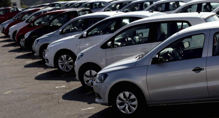 Retomada das vendas de veículos novos traz de volta uma dúvida: comprar agora por financiamento ou programar a compra em um consórcio? - Foto: Divulgação