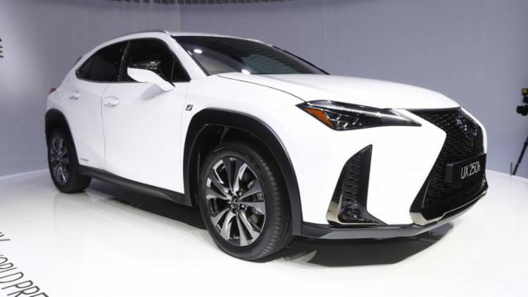 Lexus UX é a nova apost da marca no segmento de SUVs compactos - Foto: Divulgação