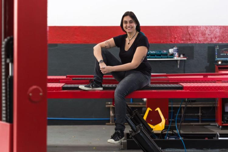As mulheres interessadas no setor automobilístico têm aumentado, deixando de lado a história de que somente os homens entendem de carro