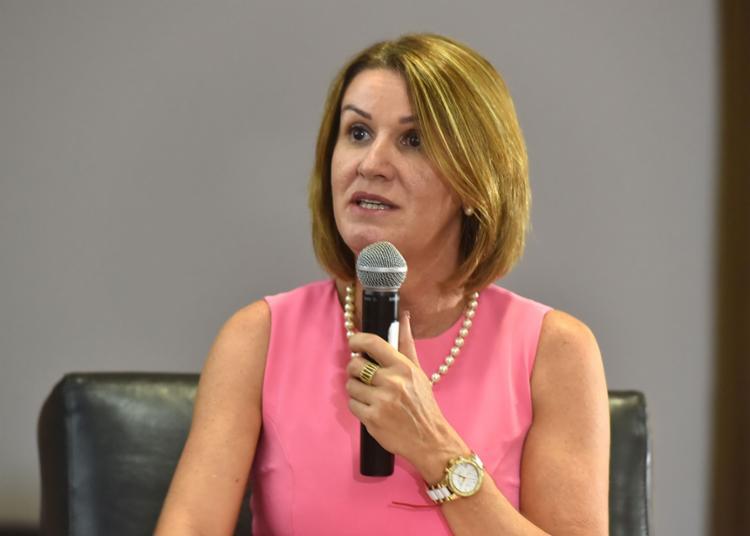 O governador assinou a recondução da procuradora ao cargo nesta terça - Foto: Divulgação