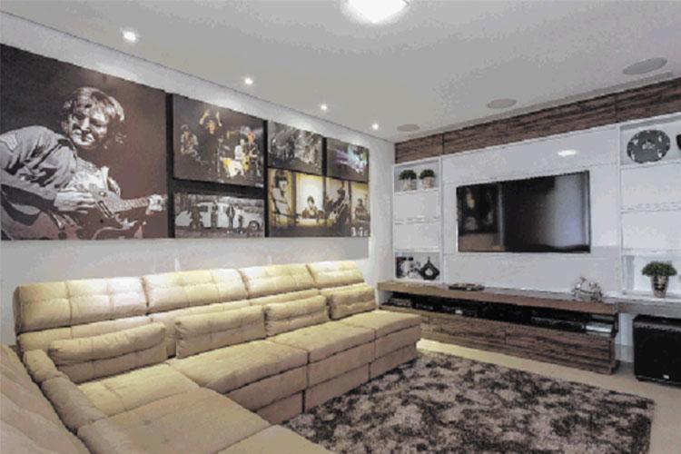 O rock'n'roll e suas referências inspiraram o projeto da sala de televisão - Foto: Osvaldo Castro | Divulgação