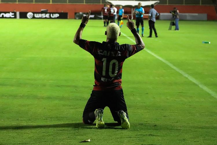 Atacante foi esperto e oportunista para marcar os três gols da partida - Foto: Maurícia da Matta l EC Vitória
