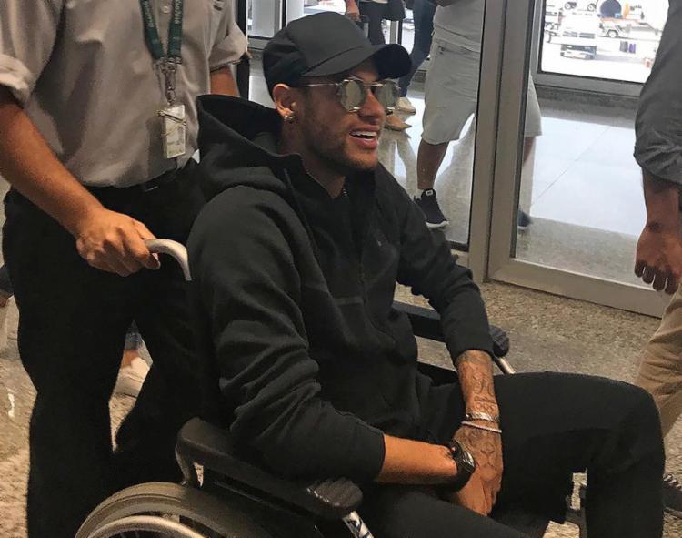 Neymar desembarcou na manhã desta quinta-feira no aeroporto do Galeão - Foto: Claire Dornald Clauzel l Twitter l AFP