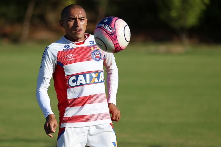 O lateral Nino afirma estar em uma crescente na sua parte física - Foto: Felipe Oliveira l EC Bahia
