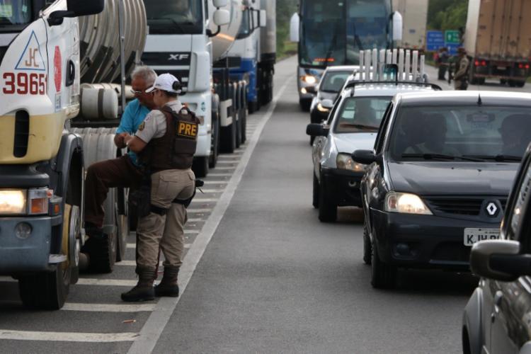Ao todo, 132 caminhões, 83 pessoas e quatro ônibus foram abordados - Foto: Divulgação | SSP